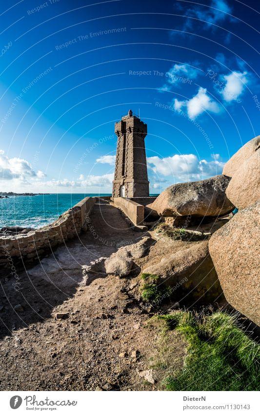 In Fels gehauen Himmel Natur blau weiß Wasser Sommer Meer Landschaft Wolken Küste Stein braun Sand rosa Felsen Horizont