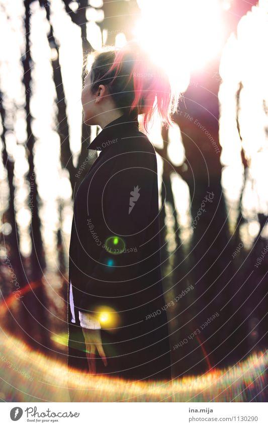 Fantasie Mensch Jugendliche schön Farbe Junge Frau 18-30 Jahre Winter Wald Erwachsene Gefühle Herbst feminin Stil Haare & Frisuren außergewöhnlich Lifestyle