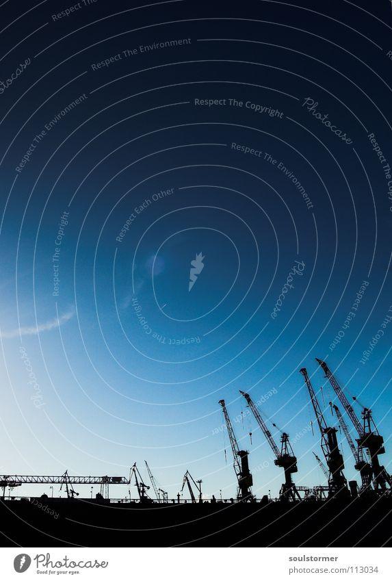 Arbeitstiere Himmel weiß blau schwarz Wolken Arbeit & Erwerbstätigkeit oben Wasserfahrzeug Hamburg hoch Industrie mehrere Hafen aufwärts viele Gewicht
