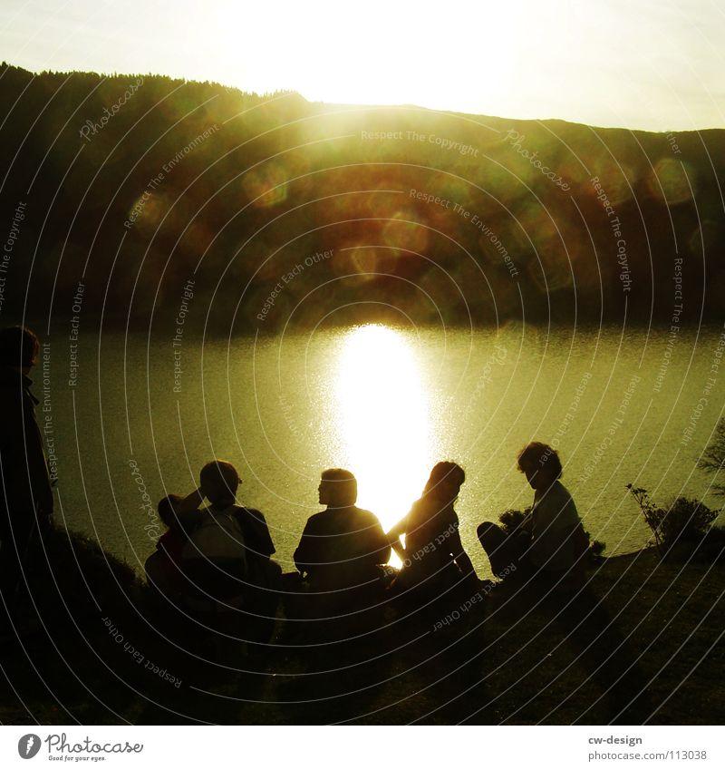 solche sechse... 6 5 4 3 2 Mann Frau Sonnenstrahlen blenden Berghang See Freundschaft Fröhlichkeit Pfadfinder Feierabend Zusammensein Idylle Erholung