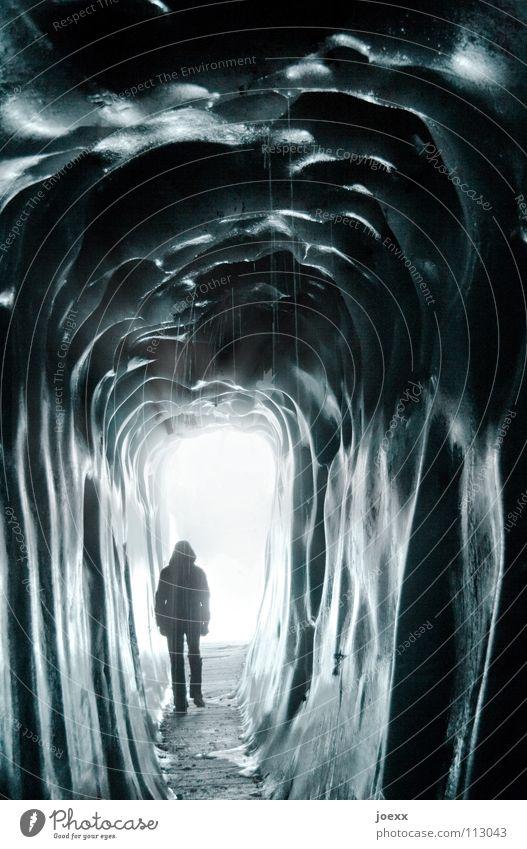 Tunnel ins Licht Mensch Mann blau Wasser Winter Einsamkeit dunkel kalt Berge u. Gebirge Wege & Pfade Freiheit Eis Angst nass Wassertropfen bedrohlich