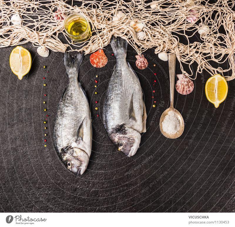 Fischnetz und Dorado auf schwarzem Hintergrund Lebensmittel Kräuter & Gewürze Öl Ernährung Festessen Bioprodukte Vegetarische Ernährung Diät Löffel Stil Design