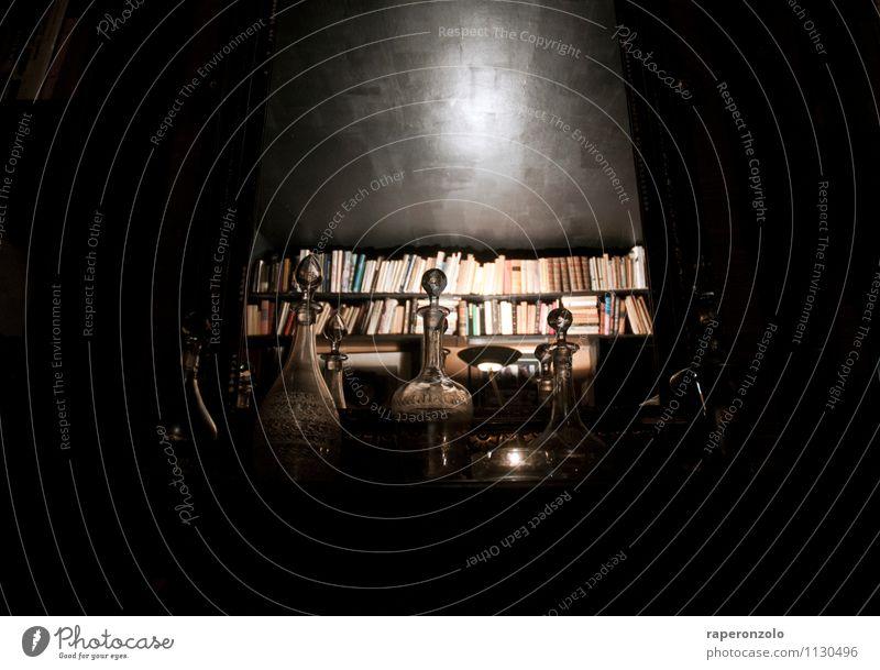 La Boheme dunkel schwarz Büro Glas Kreativität Buch einzigartig Romantik geheimnisvoll Vergangenheit Suche Bar Wohnzimmer Künstler Anhäufung Identität