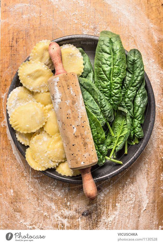 Ravioli mit Spinat selber machen Lebensmittel Gemüse Salat Salatbeilage Teigwaren Backwaren Ernährung Mittagessen Bioprodukte Vegetarische Ernährung Diät