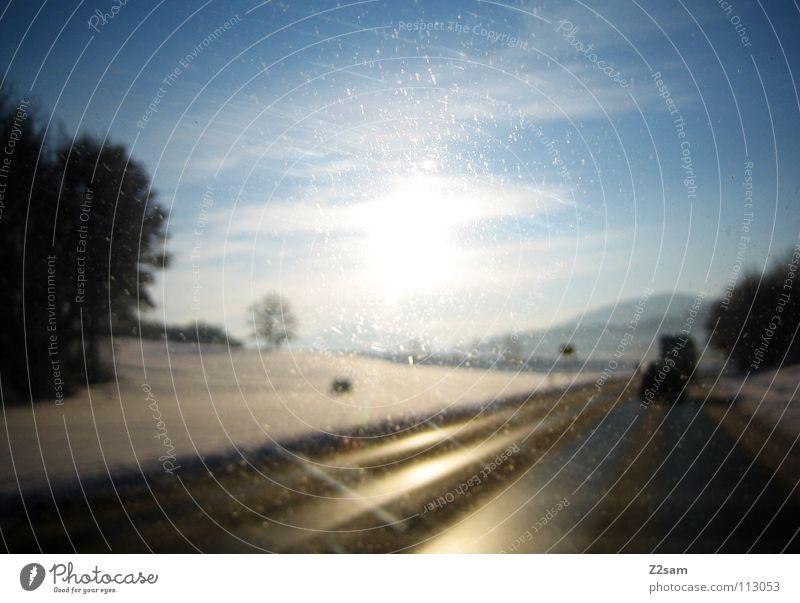 straße ins glück II Landstraße Winter Licht Baum fahren glänzend gelb Fahrbahn Himmel Glück Wege & Pfade Straße Pfosten Berge u. Gebirge Alpen Schnee blau Sonne