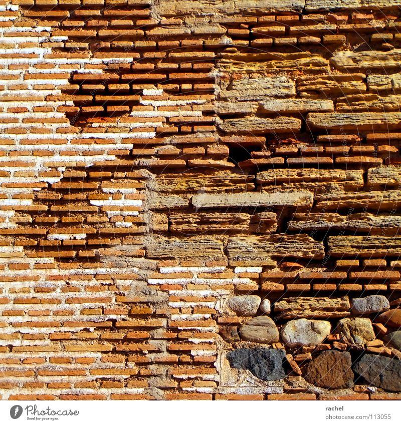 Tapete Spezial Maurisch Mauer Handwerk Bauwerk Ruine historisch Gebäude Backstein Vernetzung liegen Mörtel Naturstein Bruchstein Lehm baufällig zerbröckelt