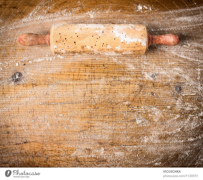 Alte Teigrolle auf Holztisch mit Mehl Essen Stil Hintergrundbild Lebensmittel Design Ernährung Tisch Kochen & Garen & Backen Küche Geschirr Kuchen Brot Gerät