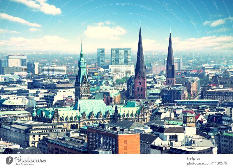 Hamburg Haus Skyline Hochhaus Rathaus Architektur Sehenswürdigkeit alt retro Höhenangst Politik & Staat Vergangenheit hamburger kirche st. jakobi luftfoto
