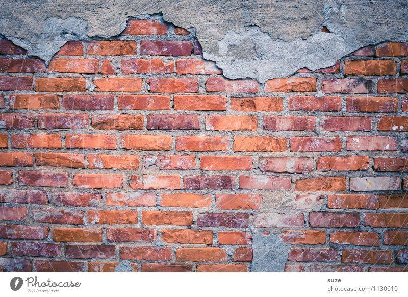 Offen für Neues Mauer Wand Fassade alt authentisch dreckig kaputt nackt grau rot Verfall Vergangenheit Vergänglichkeit Hintergrundbild Backstein Backsteinwand