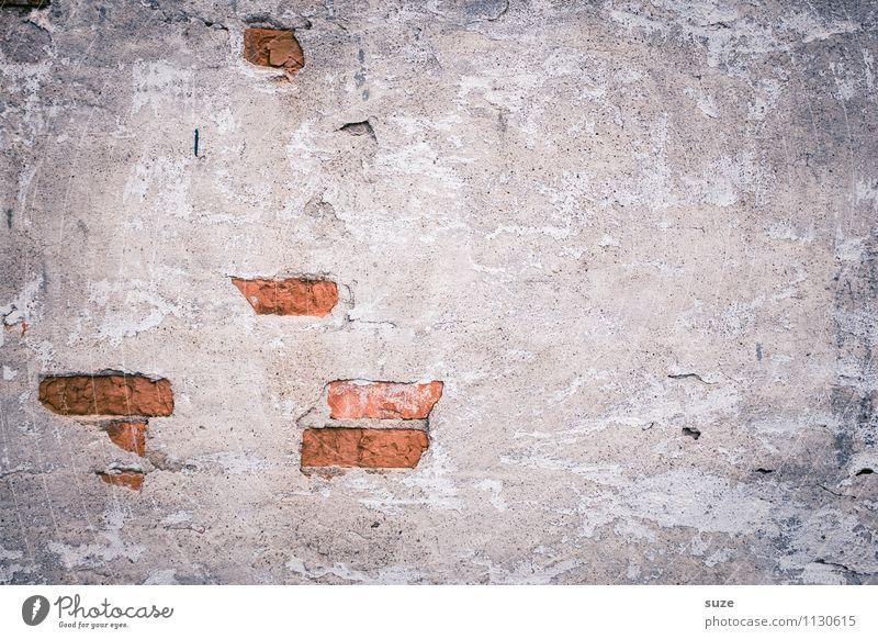 Frühjahrsputz Kunst Kunstwerk Mauer Wand Fassade alt authentisch dreckig einfach kaputt grau rot Krise Qualität Verfall Vergangenheit Vergänglichkeit