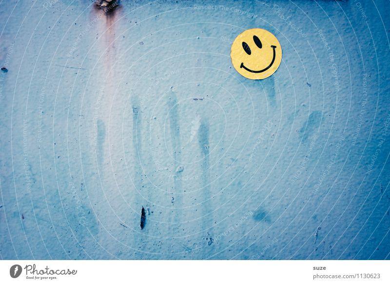 Shit happens alt blau Freude kalt Gesicht gelb Wand Glück lachen klein Stimmung Lifestyle Freizeit & Hobby Zufriedenheit dreckig authentisch