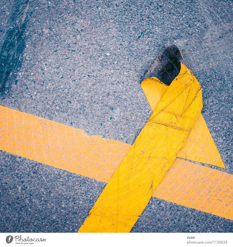 Das Kreuz mit dem Kreuz gelb Straße grau dreckig Schilder & Markierungen Verkehr einfach Streifen kaputt Zeichen Baustelle Grafik u. Illustration Falte Asphalt