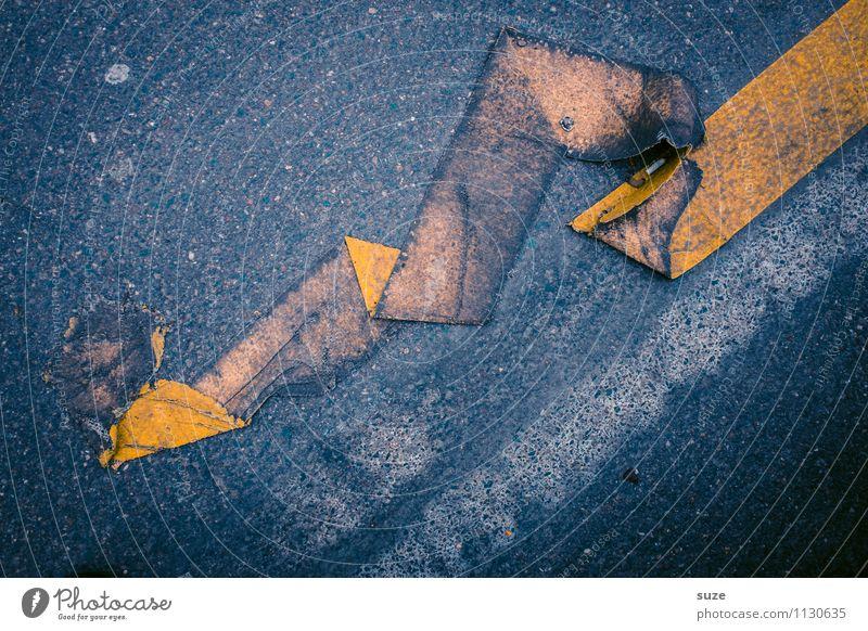 Haftpflicht gelb Straße grau dreckig Schilder & Markierungen Verkehr einfach bedrohlich Streifen kaputt Zeichen Baustelle Grafik u. Illustration Falte Asphalt