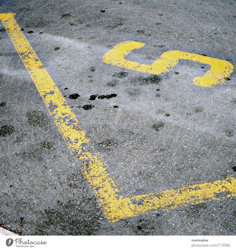 richtig S gelb Straße Wege & Pfade Wassertropfen Schilder & Markierungen Platz Kommunizieren Bodenbelag Asphalt stoppen Streifen Zeichen unten Rad obskur Verkehrswege