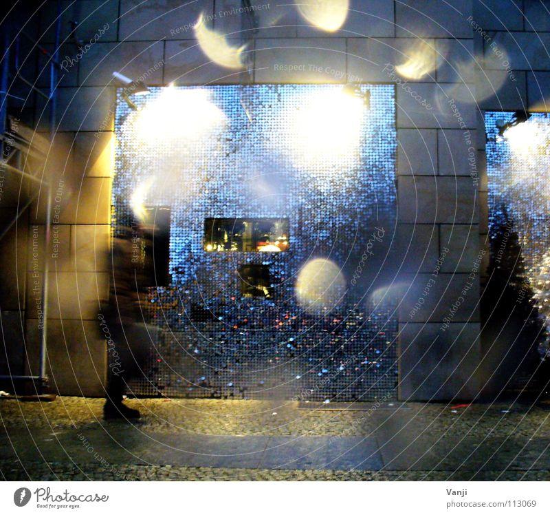 Pailletten Haus Straße kalt dunkel Gebäude Regen glänzend nass Wassertropfen Dekoration & Verzierung Berlin-Mitte unterwegs Pailletten
