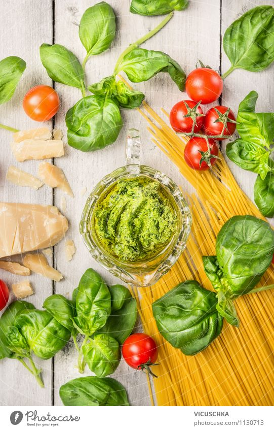 Spaghetti mit Basilikum Pesto und Tomaten, Zutaten Gesunde Ernährung Leben Stil Lebensmittel Design Tisch Italien Fitness Kräuter & Gewürze Küche Gemüse
