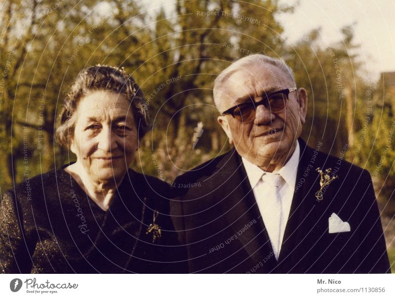 der pate Mensch Frau Mann weiß schwarz Senior Stil Glück außergewöhnlich Lifestyle Mode Zusammensein 60 und älter Lebensfreude Brille Coolness