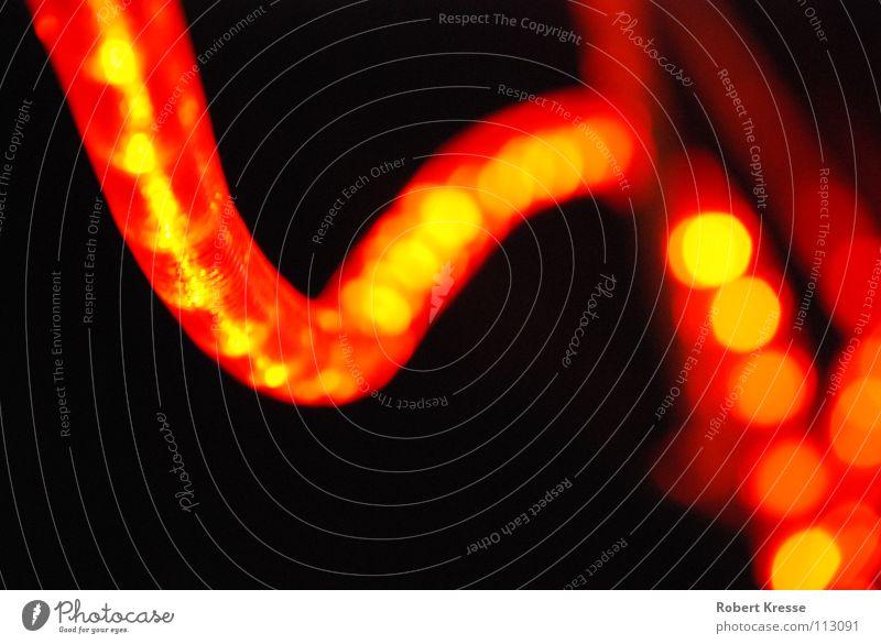 Lichterschlange 2 Weihnachten & Advent rot schwarz Lampe dunkel Wärme hell orange Sicherheit Energiewirtschaft Elektrizität Dekoration & Verzierung Physik