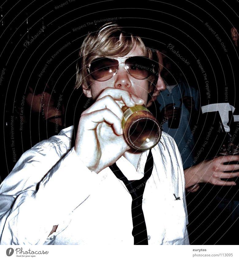 das ist Lars... Mensch Mann Gesicht Party Haare & Frisuren Feste & Feiern blond Nase Fröhlichkeit Brille trinken Disco Hemd Flasche lässig Krawatte