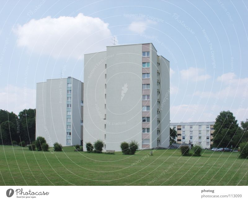 Wohnblock_duo1 Himmel Haus Architektur Hochhaus Perspektive Rasen Sträucher Plattenbau Wohnhochhaus