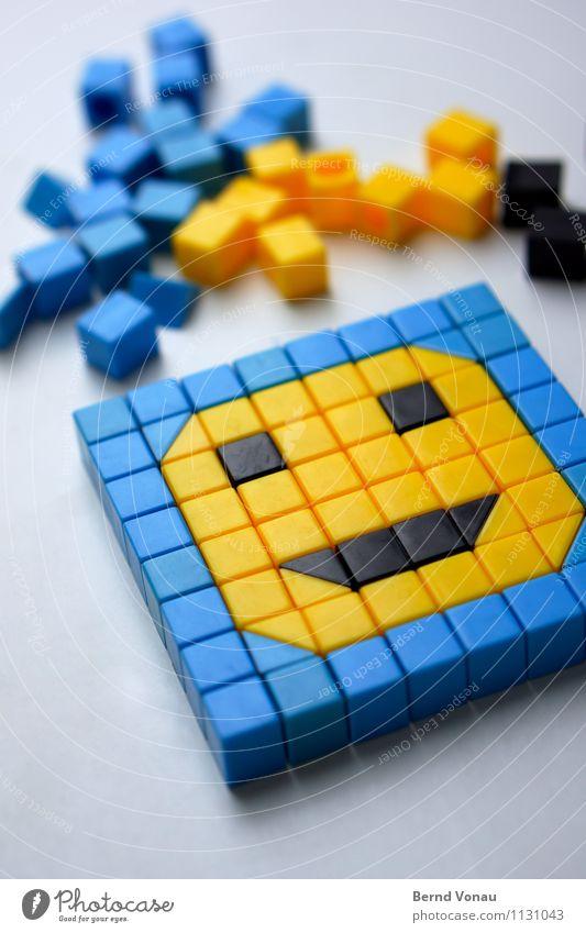 grob analog Spielkonsole Technik & Technologie Gefühle Stimmung Freude Humor grinsen Gesichtsausdruck Smiley blau schwarz gelb liegen Zusammensein Stein
