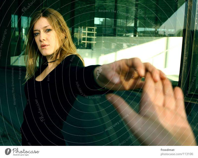 Verbundenheit Hand Hand in Hand Liebe Barcelona herzlich liebste Ferne nah berühren intensiv Gefühle Zusammensein Partnerschaft Geborgenheit Zuneigung Mann Frau