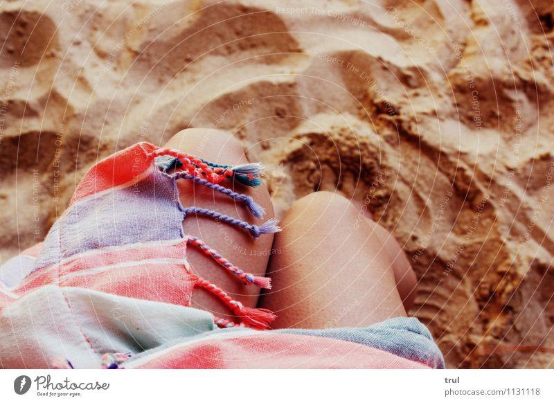 Mehr Meer Bitte ! Ferien & Urlaub & Reisen Sommer Strand Schwimmen & Baden Glück nackt natürlich Knie Beine Handtuch Sandstrand Farbfoto Außenaufnahme