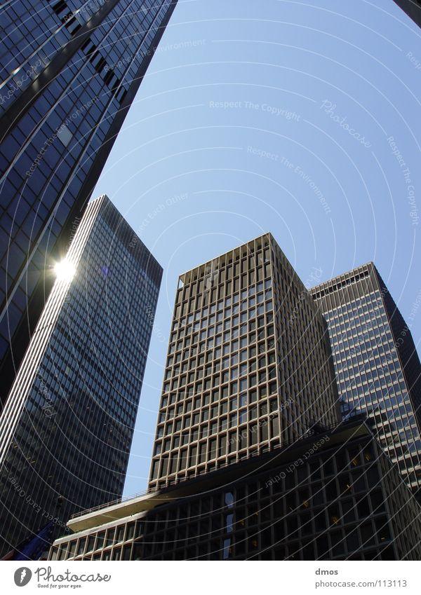 Aufblick Himmel blau Stadt Sonne Haus Architektur Gebäude Glas Fassade Hochhaus Ecke Klarheit Stahl aufwärts Schlucht New York City