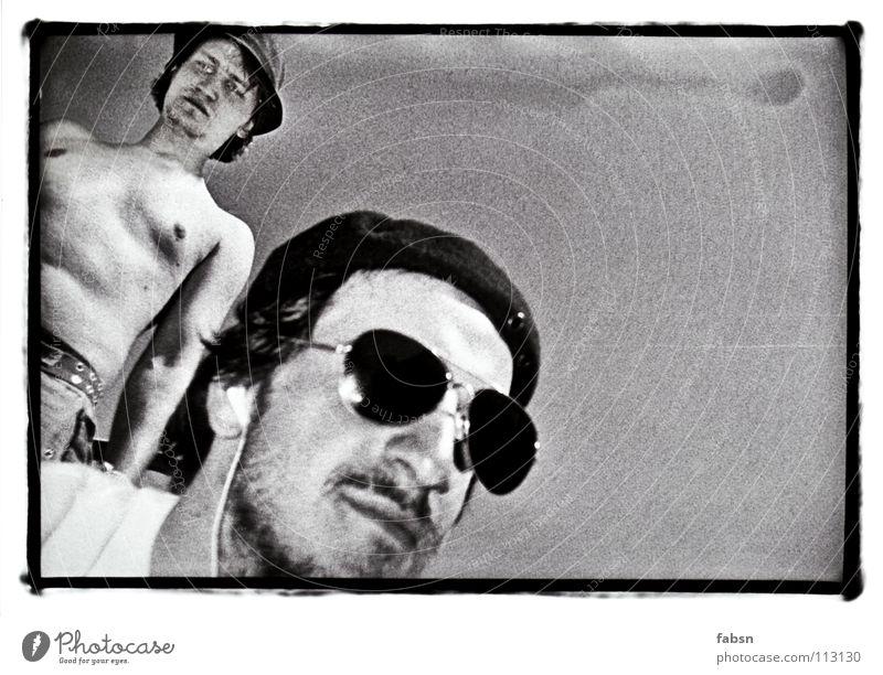 JOHNNY UND DER DON Schwarzweißfoto Sommer Wärme Brille Sonnenbrille Hut Mütze schwarz Vertrauen gefährlich Krimineller Vorgesetzter Kommunist Physik Auftrag