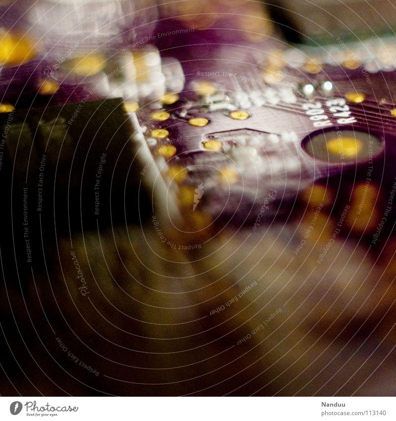 Mädchenplatine Industrie Computer Technik & Technologie Kommunizieren violett Kontakt Platine Grafikkarte Halbleiter widersetzen Farbfoto mehrfarbig Nahaufnahme