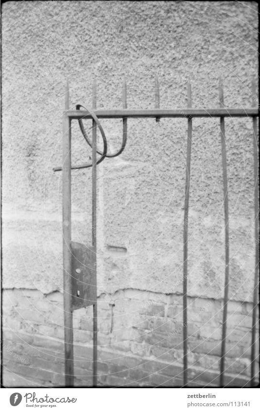 Ausgang Kunst Tür offen Burg oder Schloss Tor Eingang Eisen Schwäche Stab Gitter gekrümmt Kunsthandwerk Türschloss Schmied