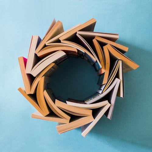 Fressen und gefressen werden blau Stil Zeit Schule Lifestyle Design Kreis Beginn Kreativität Buch einfach Idee lernen Studium Kultur Zeichen
