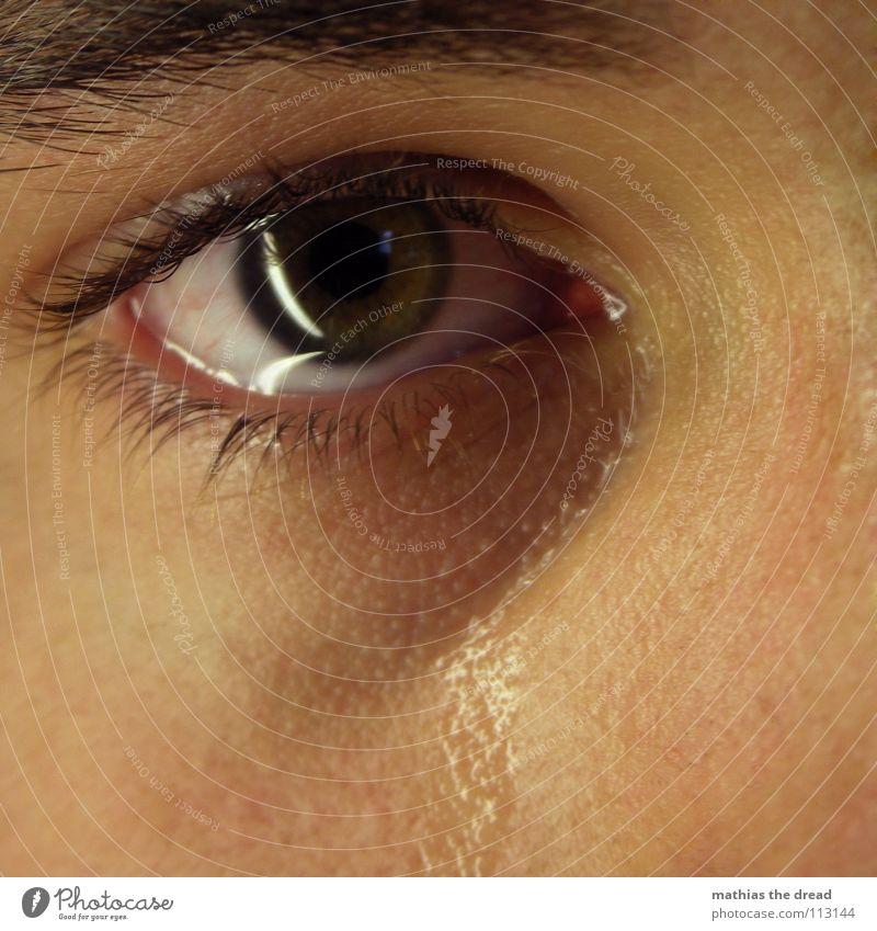Träne I Mann Wasser Gesicht Auge Gefühle Traurigkeit laufen Trauer nah Schmerz Verzweiflung feucht Sorge weinen Wimpern Tränen