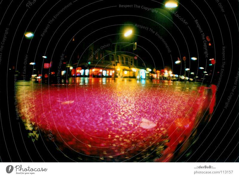 Diskokugel analog Fischauge Deutschland Kreuzberg Licht gelb Nacht Stadt Lomografie Farbe . derBoB Colorsplashflash Berlin Spreewaldplatz mirror ball red black