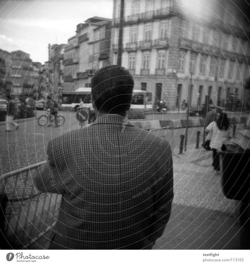 rücken Stadt Platz Streetlife Mensch Gebäude unterwegs Einsamkeit Süden Freizeit & Hobby Stadtleben Ferien & Urlaub & Reisen frei Erholung Sehnsucht Fernweh