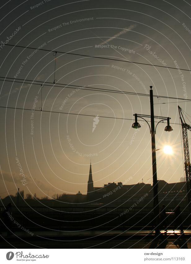 one way ticket I Himmel blau weiß Stadt Sonne Wolken schwarz dunkel Berlin Architektur Graffiti Lampe Kunst Religion & Glaube 2