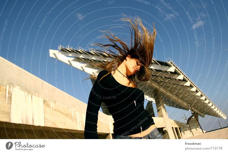 Solhaardach Aktion liebste schön Beton Dach Party diagonal Forum blond Schwung Haare & Frisuren prächtig süß Frau Sommer fliegen Bewegung Dynamik siana Himmel