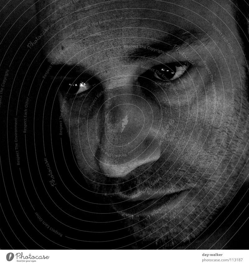 Nachdenklich Mann Porträt dunkel Belichtung Stimmung Gesichtsausdruck Denken Schwarzweißfoto selbstportait Mensch Schatten Auge Blick Kontrast