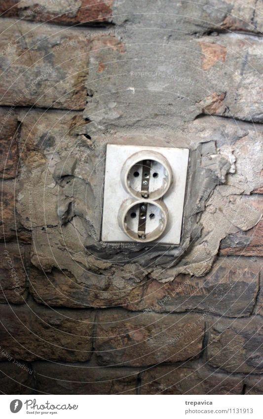 alt Umwelt Wand Mauer grau dreckig Kraft Klima gefährlich Kommunizieren Umzug (Wohnungswechsel) Kontakt Medien Partnerschaft Backstein bauen