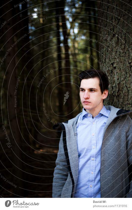 Ein Männlein steht im Walde... Mensch Natur Jugendliche schön Baum Erholung Landschaft ruhig Junger Mann Umwelt Erwachsene Leben natürlich Gesundheit Denken