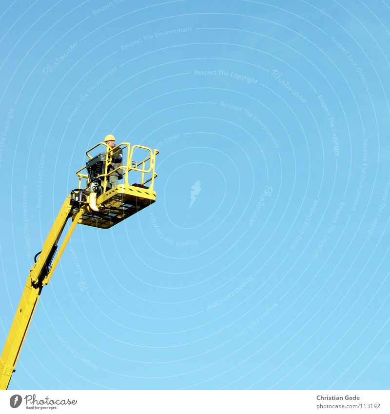 Himmelstürmer Teil2 Arbeiter gelb Hubwagen Straßenbau Kran Bauarbeiter Helm Baustelle Montage schwindelfrei elektrisch Handwerk Mensch Luftverkehr blau hoch