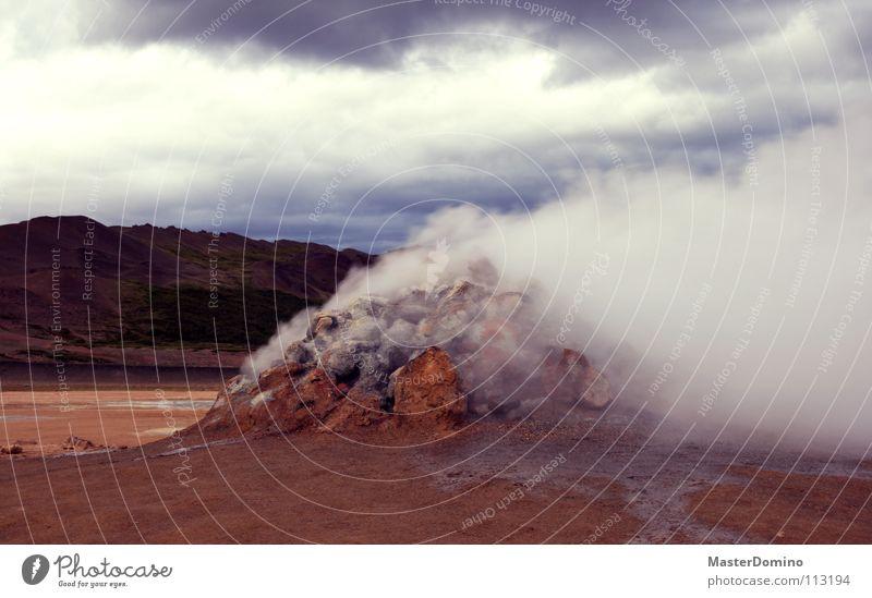 Wolkenfabrik (isländisches Modell) Himmel Baum rot Einsamkeit Wolken Landschaft Berge u. Gebirge Holz grau Stein Felsen Energiewirtschaft Aktion Hügel Rauch Mond