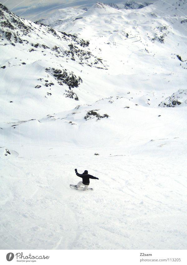 allein auf weiter flur Natur Mann weiß Einsamkeit Landschaft ruhig Freude Winter schwarz kalt Berge u. Gebirge Bewegung Schnee Sport Linie Felsen