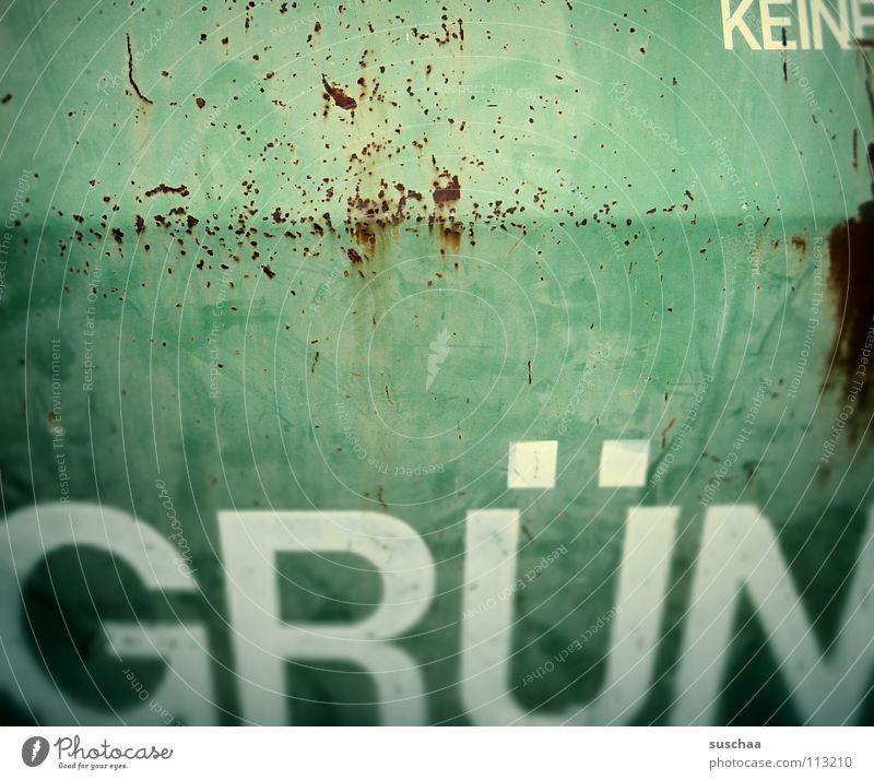 grün ... Farbe Schriftzeichen Buchstaben verfallen Rost Flasche Wort Verbote Warnhinweis Container Briefkasten Recycling Behälter u. Gefäße abblättern