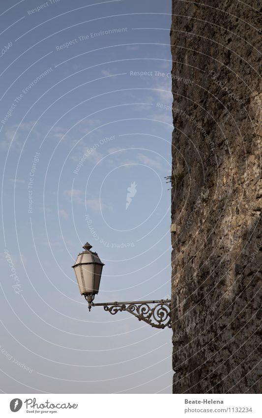 du Armleuchter Lifestyle Handwerker Bauwerk Mauer Wand Dekoration & Verzierung leuchten ästhetisch außergewöhnlich blau schwarz weiß authentisch Lampe