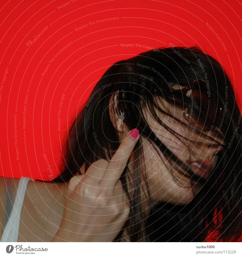 liebe und so.. Frau Junge Frau Neonlicht Sonnenbrille Nagellack gegen Aggression Mittelfinger extrem 100 Meinung verletzen Haare & Frisuren langhaarig