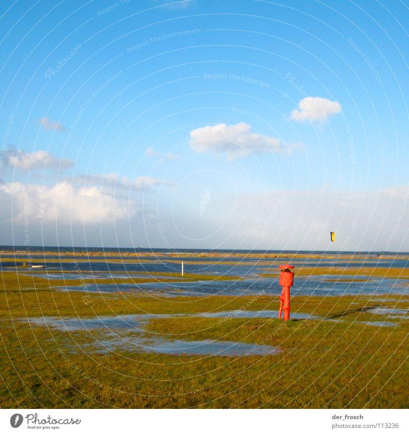 rotkäppchen am strand Meer Strand Wolken Kiting Surfer Gras grün November Herbst Himmel Küste Nordsee Wind blau Klarheit hooksiel