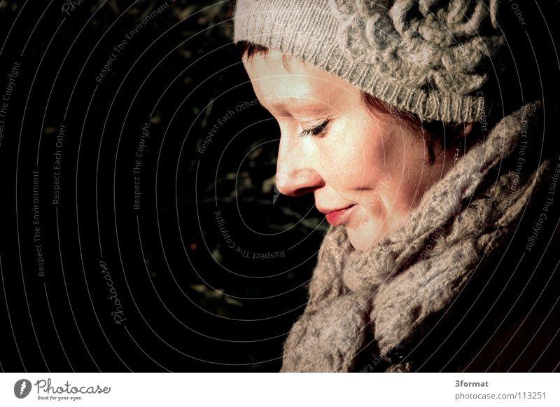herbsttag Frau Freude ruhig Gesicht dunkel kalt Herbst Freiheit Glück lachen hell Freizeit & Hobby Mund Perspektive Frost Spaziergang