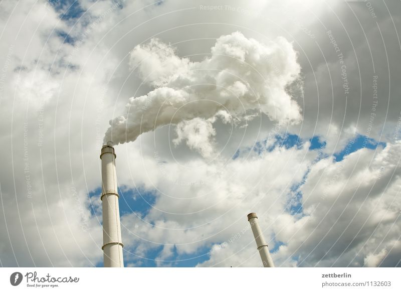 Ein Tag in der Wolkenfabrik Himmel Berlin Arbeit & Erwerbstätigkeit Wetter dreckig Textfreiraum Industrie Industriefotografie Rauch Fabrik Abgas brennen