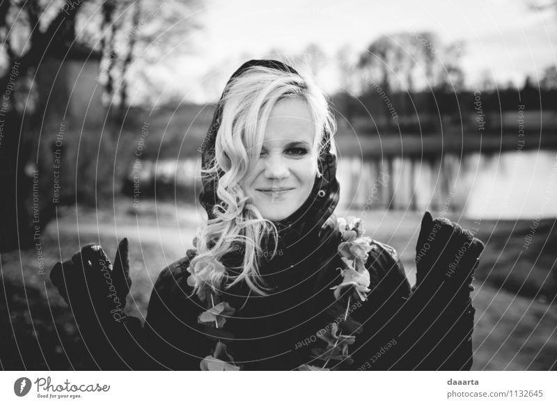 Jugendliche schön Junge Frau Erholung Freude Wärme Leben feminin Stil lachen Feste & Feiern Haare & Frisuren Freiheit Lifestyle glänzend träumen